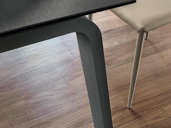 Tavola di DEIMOS 130 + sedia di BERNA