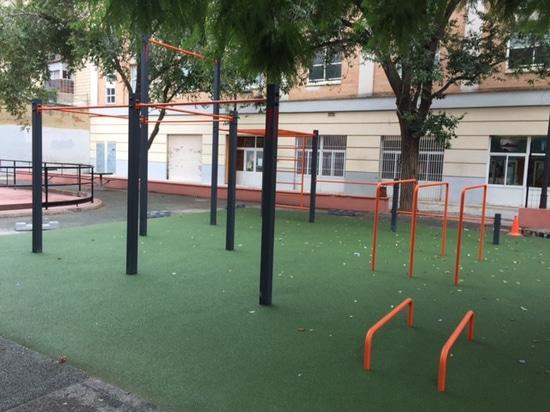 Installazione del modello di stile libero ad IDE Trinitat sulla via di Alzamora, Valencia