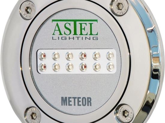 Hai bisogno di una luce a LED Subacquea per la tua piscina?Ecco il nuovo METEOR!