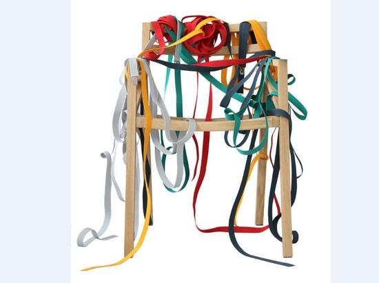 Scopra la sedia «Bretelle» da Luca Martorano & georgmuehlmann