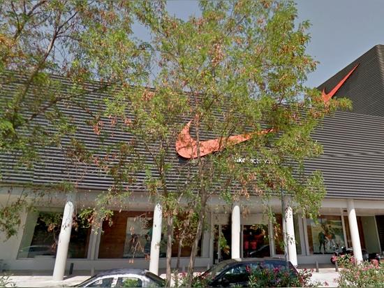 Bitte Nike Factory Store di alta sicurezza