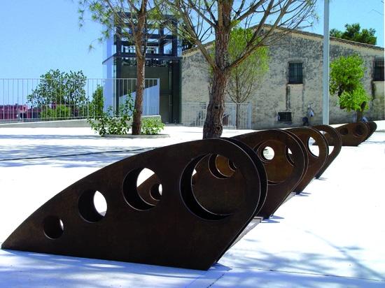 Parcheggio della bicicletta di progettazione in acciaio di Corten.