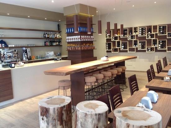 Mobilia del negozio di vino