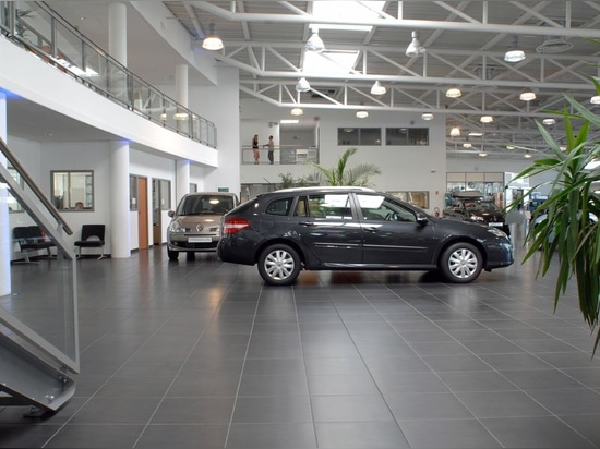 Sala d'esposizione Renault - nessun nome