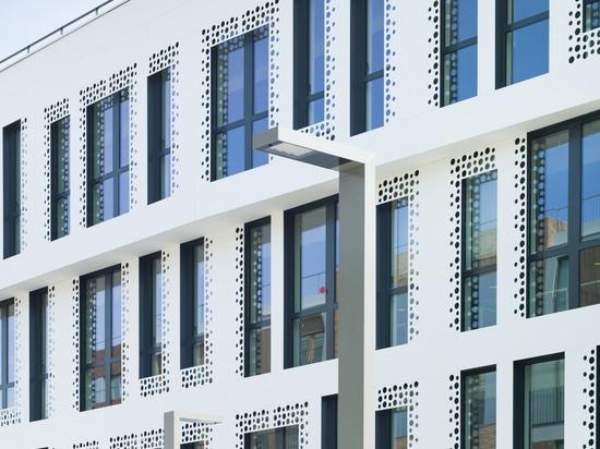 Lo studio Reichen & Robert & Associes progetta con KRION l'esclusiva facciata di Docteur Pierre