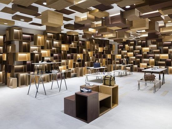 Uno dei tredici curated gli spazi al minuto da Nendo nel centro commerciale di Siam Discovery. Foto: Takumi Ota