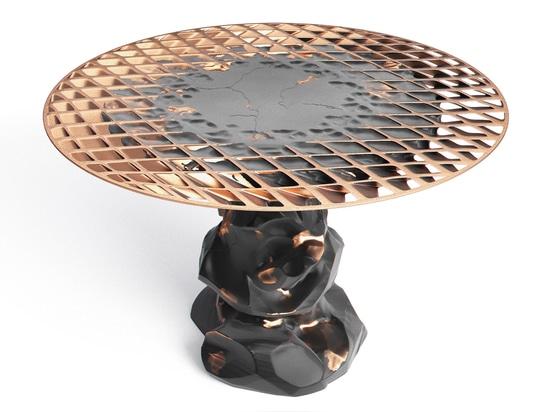 Janne Kyttanen estende la raccolta della mobilia di Metsidian creata tramite la saldatura di esplosione