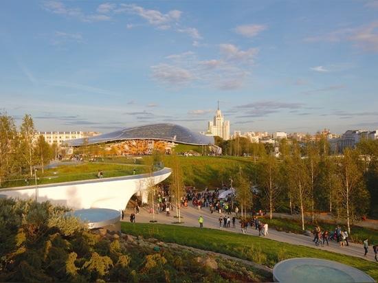 Passando verde vestito nel rosso (con un tocco di blu) nella capitale russa