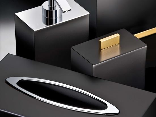 Insieme nero del bagno di isolato