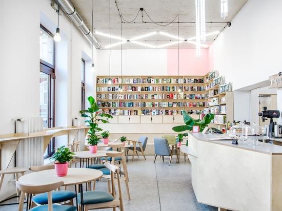 Questo caffè in Polonia è inoltre una libreria