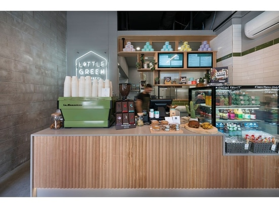 Questo piccolo caffè a Melbourne fa il la maggior parte del suo spazio
