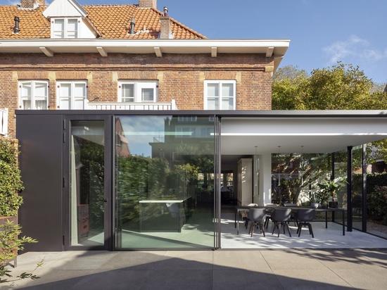 Un'estensione contemporanea per questo Camera degli anni 20 nei Paesi Bassi