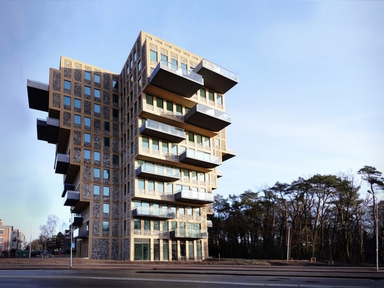 La torre di belvedere è una palazzina di appartamenti olandese cruciforme di sbilanciato