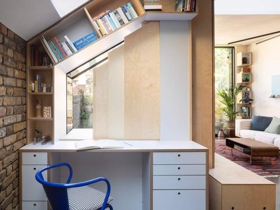 Lo studio di progettazione di aumento ritocca il giardino di Londra piano per massimizzare lo stoccaggio e la luce