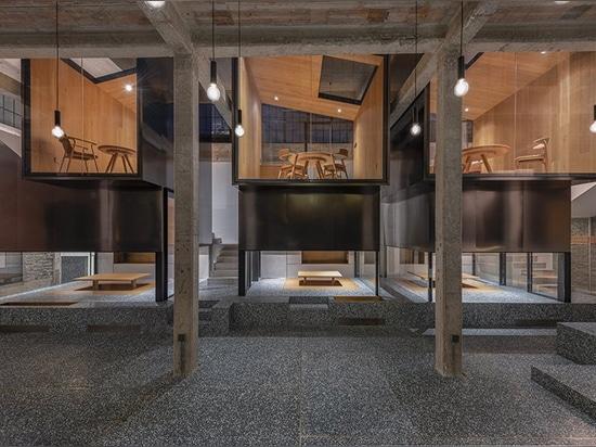 il linehouse impila le case da tè di acciaio inossidabile sul terrazzo verde a Schang-Hai