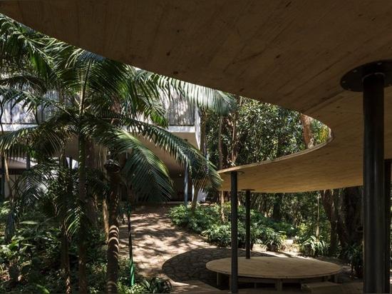 """la casa de vidro"""" dei bardi di Lina BO """"accoglie favorevolmente il padiglione dell'estate dal camacho del solenoide"""