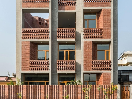 Una casa sperimentale vicino a Nuova Delhi offre un nuovo modello per alloggio indiano