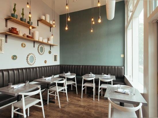 da progetto ispirato da latina del Antivari-ristorante nell'abilità di Denver. JOI Twenty Upholstered Chairs da TOOU.