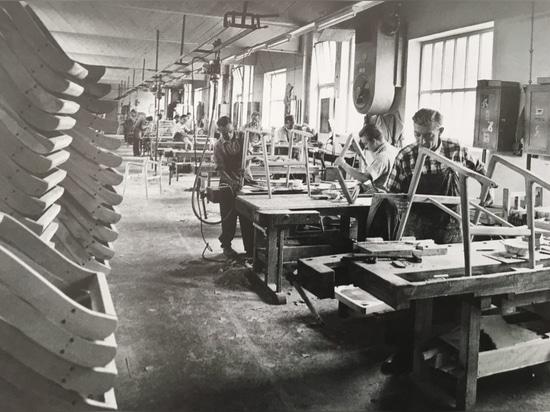 Similmente a tutti i commerci difabbricazione nella regione, Wilkening & Hahne erano basicamente una grande officina fino alla metà del 1950 S.