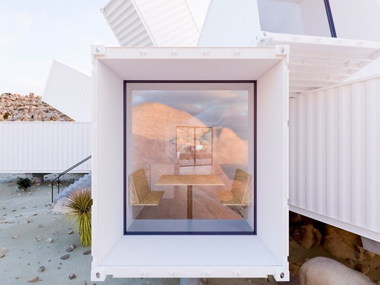 James Whitaker's Shipping Container Home di James Whitaker