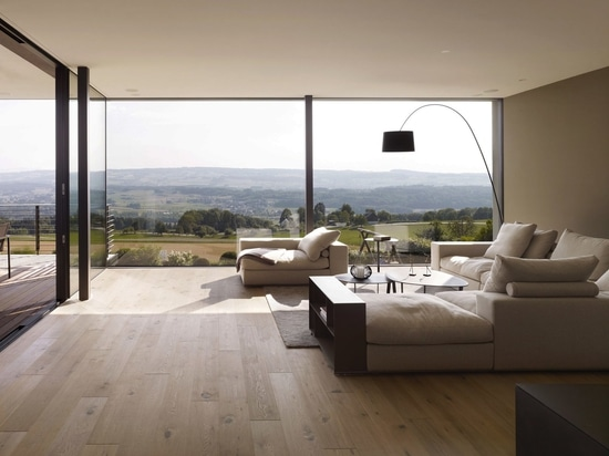 Questo marchio italiano generazionale è conosciuto per il design unico e senza tempo del divano