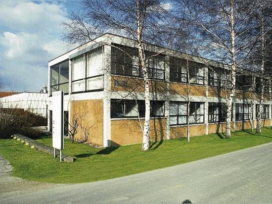L'edificio per uffici Wilkhahn, su progetto dello studente del Bauhaus Herbert Hirche, a Eimbeckhausen (1960).
