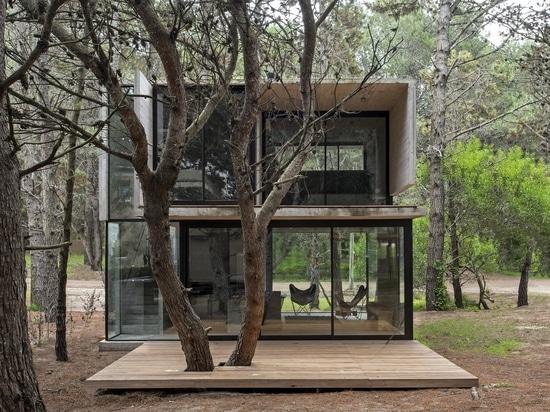 Una casa vacanza in cemento mantiene la vita semplice in Argentina costiera