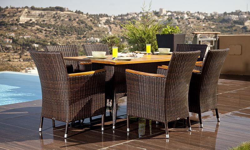 Set tavolo e sedia moderno / in rattan / da giardino / per ...
