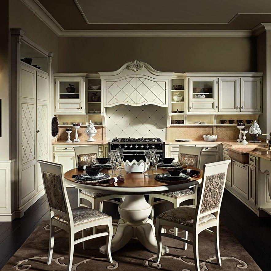 Cucina classica / in legno massiccio / con impugnature ...
