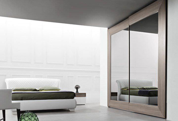 Armadio moderno / in legno / a porte scorrevoli / a specchio ...