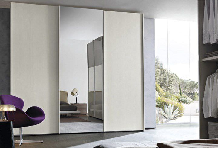 Guardaroba Con Specchio.Armadio Moderno In Legno Con Porta Scorrevole A