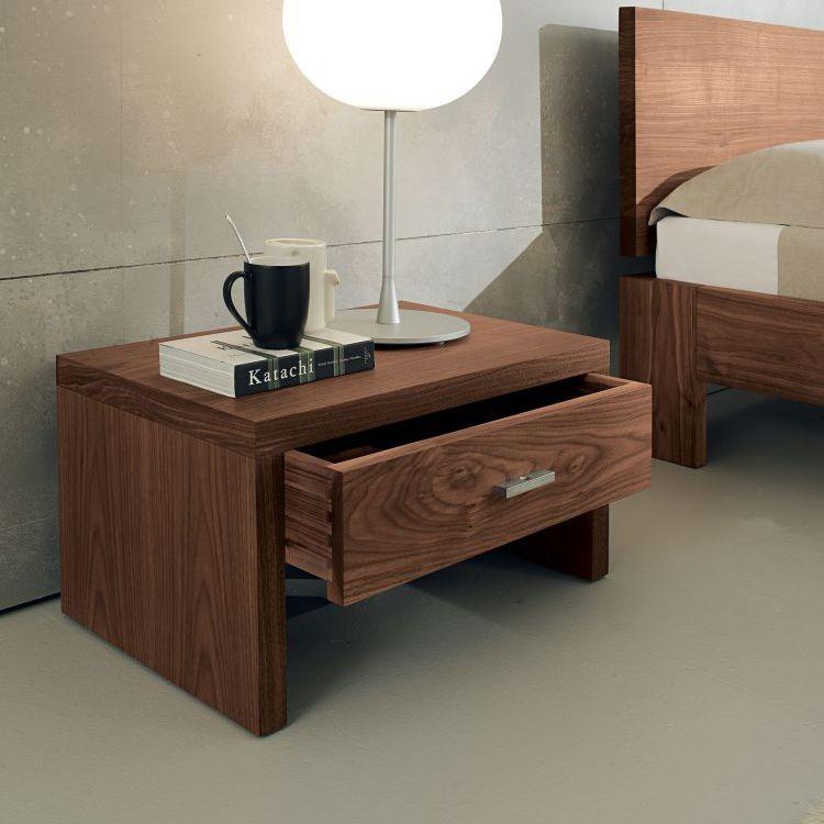 comodino moderno / in legno massiccio / rettangolare / con cassetti