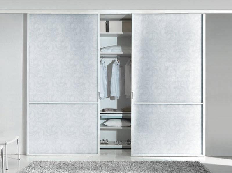 Armadio moderno / in vetro / in alluminio / a porte scorrevoli ...