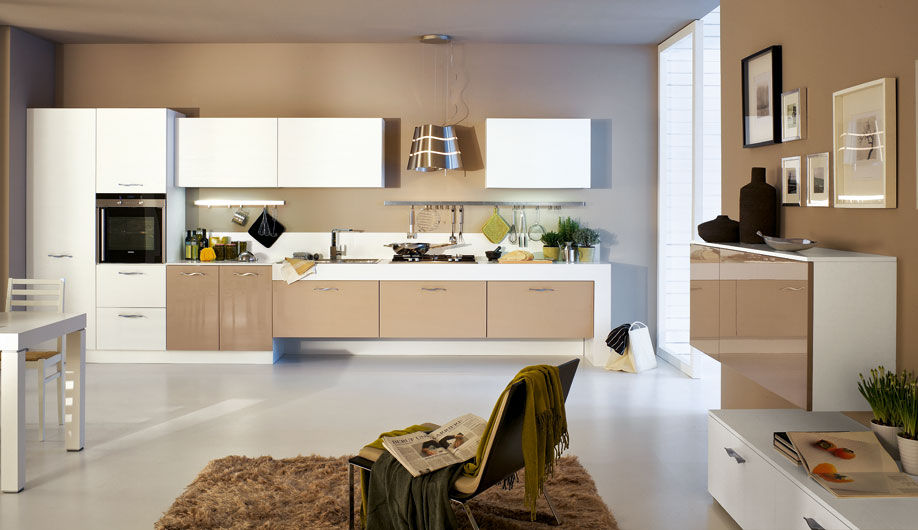Cucine Moderne Laccate Brillanti.Cucina Moderna In Legno Laccata Lucida Sole Arrex