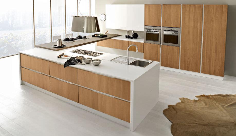 Cucina Noce Moderna.Cucina Moderna In Noce Con Isola Senza Maniglie