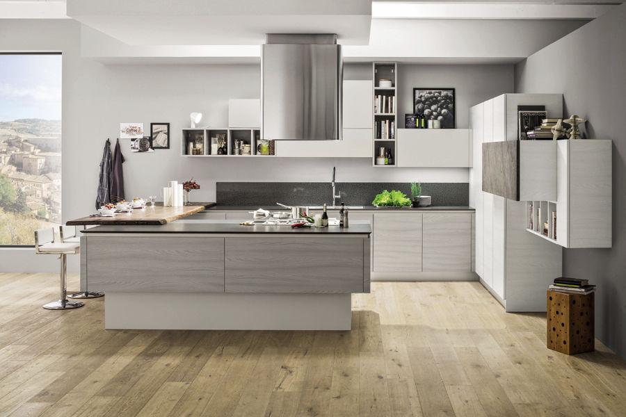 Cucina moderna / in legno / con isola / senza maniglie ...