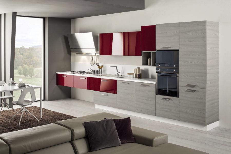 Cucine Moderne Laccate Brillanti.Cucina Moderna In Laminato Laccata Con Impugnature