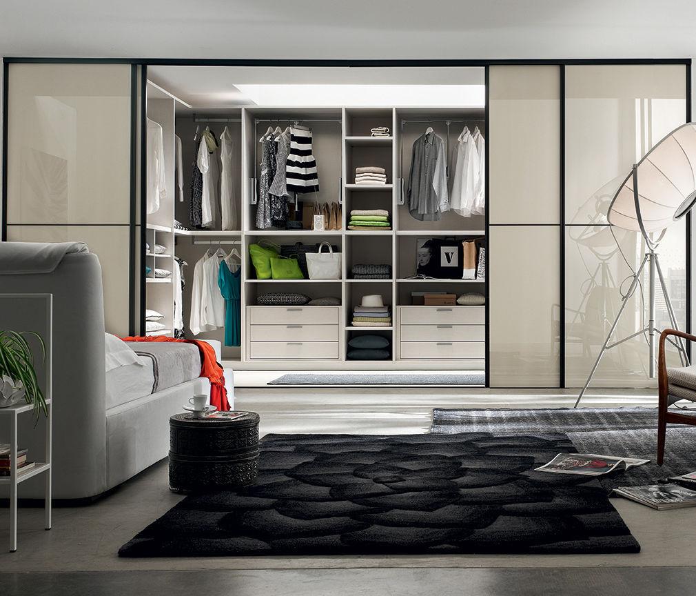 Cabina armadio moderna / in legno laccato / con porta ...