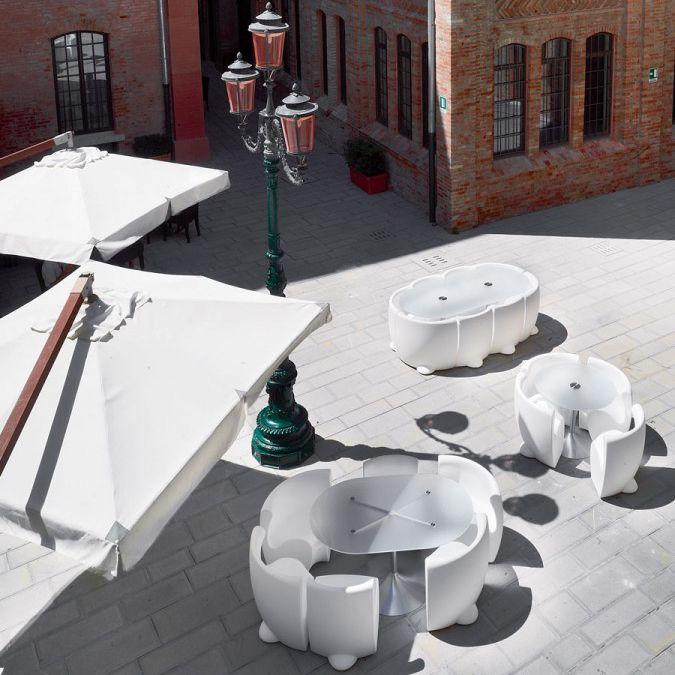 Tavoli E Sedie Da Giardino Design.Set Tavolo E Sedia Design Originale In Plastica Da Giardino
