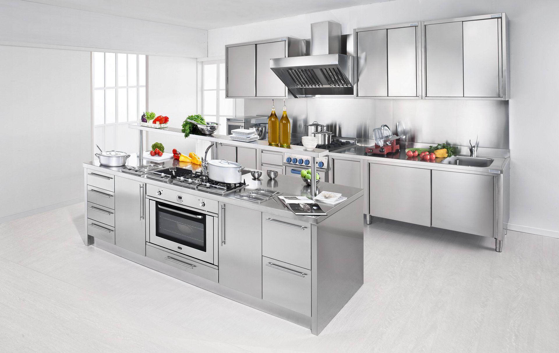 Cucina moderna / in acciaio inox / con isola / con impugnature ...