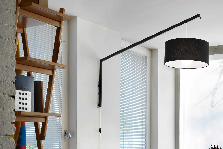 Lampadario Con Punto Luce Decentrato illuminazione cucina lineare e tavolo a parete..e
