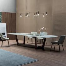 Tavolo moderno / in legno / in vetro / in ceramica