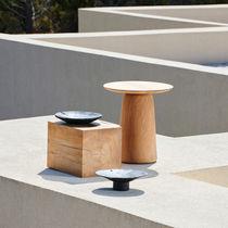 Tavolo d'appoggio moderno / in teak / con supporto in teak / rotondo
