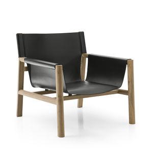 poltrona moderna / in pelle / legno / nera