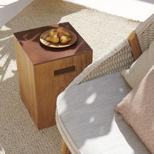 tavolo d'appoggio moderno / in pietra lavica / con supporto in teak / quadrato