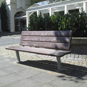 panca per spazi pubblici in stile