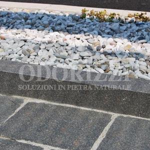 bordura da giardino / per marciapiede / in porfido / lineare