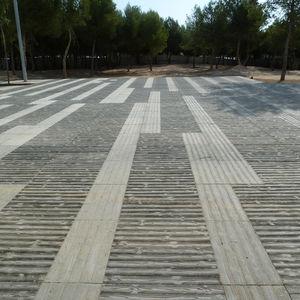 pavimentazione grande formato / in calcestruzzo / carrabile / per pedoni