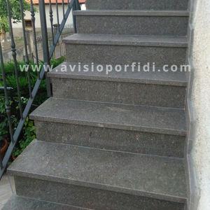 rivestimento per scalino in porfido