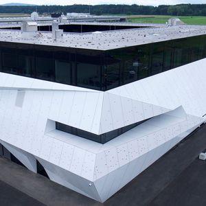 rivestimento di facciata in pannelli / in alluminio / in composito / liscio
